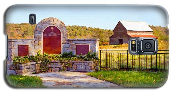 Galaxy S5 Case featuring the photograph Landscape Barn North Georgia by Vizual Studio