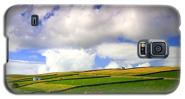 North Pennines Barns In Landscape Galaxy S5 Case