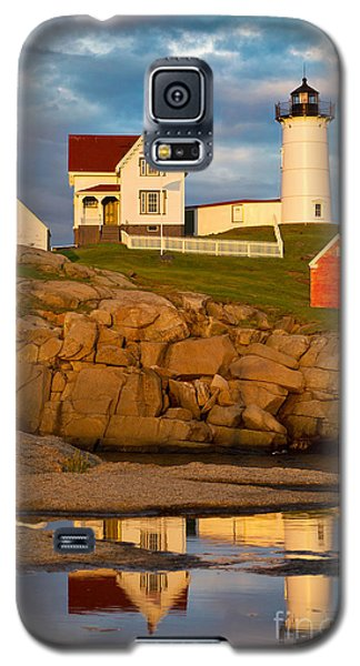 Galaxy S5 Case featuring the photograph Nubble Lighthouse No 1 by Jerry Fornarotto
