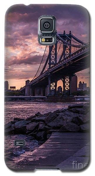 Nyc- Manhatten Bridge At Night Galaxy S5 Case by Hannes Cmarits