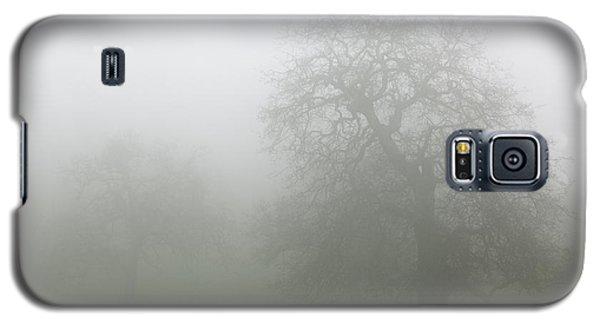 Galaxy S5 Case featuring the photograph Oaks In Fog - Central California by Ram Vasudev
