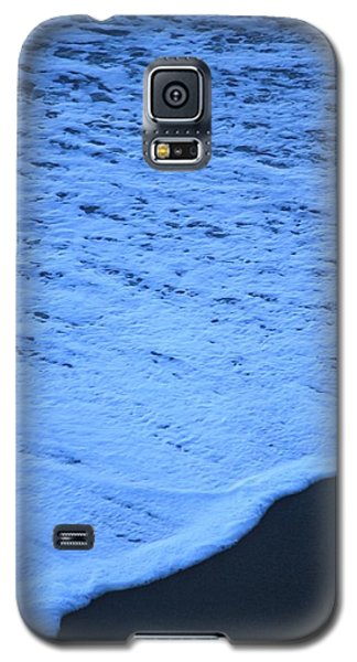 Galaxy S5 Case featuring the photograph Ocean Blues by Amy Gallagher