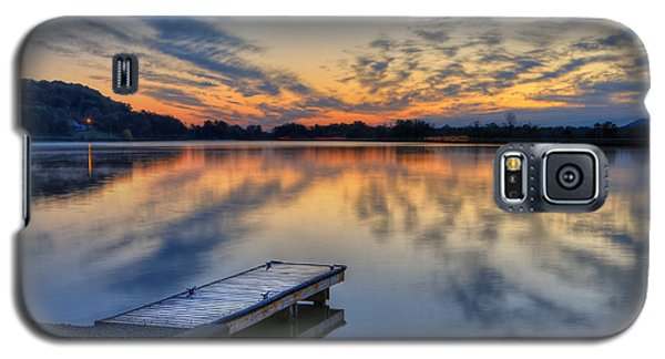 October Sunrise At Lake White Galaxy S5 Case by Jaki Miller