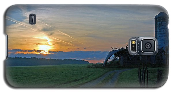 Galaxy S5 Case featuring the photograph Ohio Farm Sunrise by Lila Fisher-Wenzel