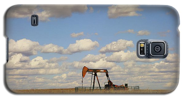 Oil Pump Jack On The Prairie Galaxy S5 Case by Ann Powell