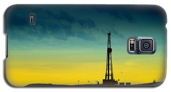 Oil Rig In The Spring Galaxy S5 Case by Jeff Swan