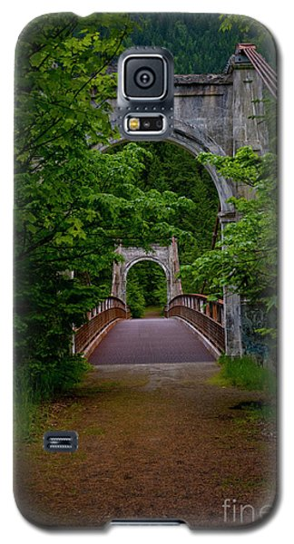 Galaxy S5 Case featuring the photograph Old Alexandra Bridge by Rod Wiens