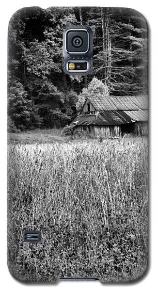 Old Barn 02 Galaxy S5 Case by Gordon Engebretson