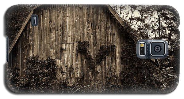Old Barn 04 Galaxy S5 Case by Gordon Engebretson