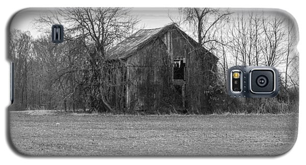 Old Barn Galaxy S5 Case by Charles Kraus