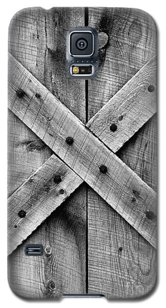 Old Barn Door In Black And White Galaxy S5 Case
