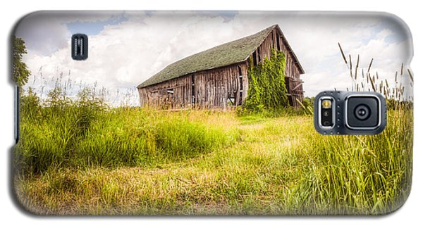 Galaxy S5 Case featuring the photograph Old Barn In Ontario County - New York State by Gary Heller