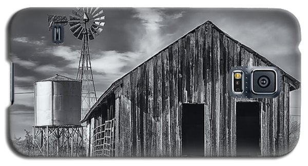 Old Barn No Wind Galaxy S5 Case by Mark Myhaver