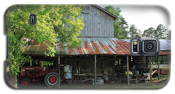 Old Barn With Red Tractor Galaxy S5 Case