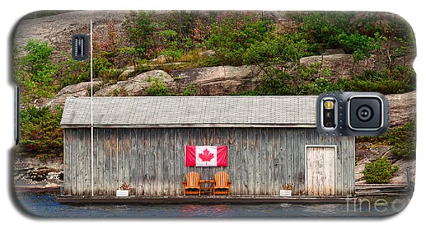 Old Boathouse With Two Muskoka Chairs Galaxy S5 Case by Les Palenik