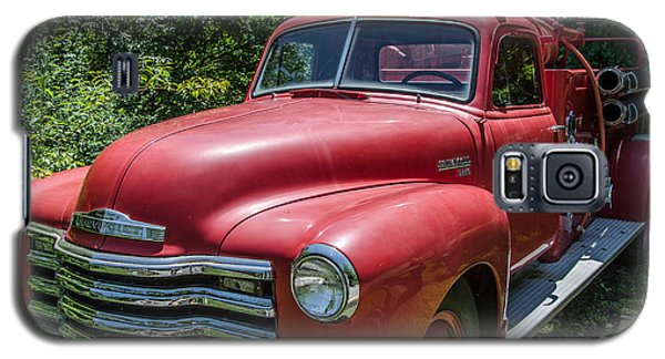 Galaxy S5 Case featuring the photograph Old Chevy Fire Engine by Susan  McMenamin