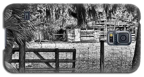 Old Chisolm Island Barn Galaxy S5 Case