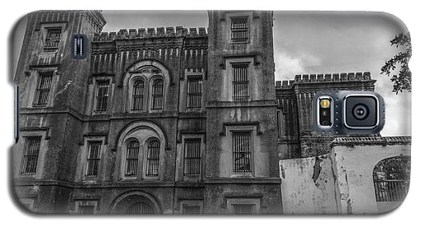 Old City Jail In Black And White Galaxy S5 Case