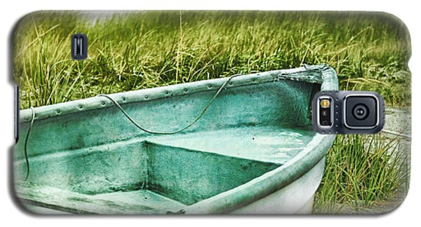 Old Dinghy On The Beach Cape Cod Ma Retro Feel Galaxy S5 Case by Marianne Campolongo