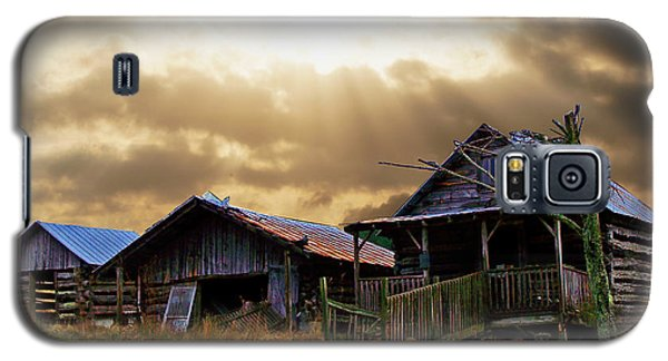 Galaxy S5 Case featuring the photograph Old Farm House by B Wayne Mullins