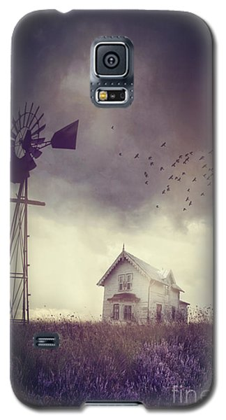 Old Farm House On The Prairies With Storm Approaching Galaxy S5 Case