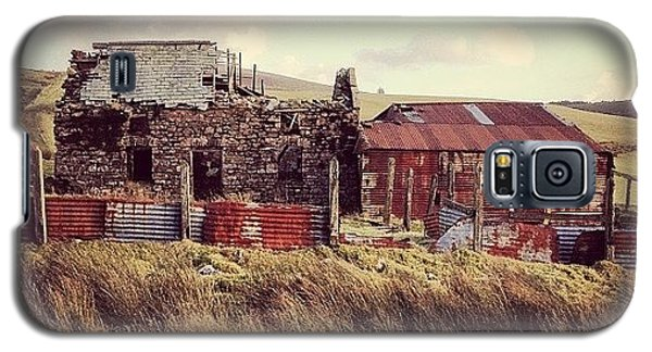 Classic Galaxy S5 Case - #old #farmhouse #rsa_rural #derelict by Sam Davies