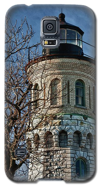 Galaxy S5 Case featuring the photograph Old Fort Niagara Lighthouse 4484 by Guy Whiteley
