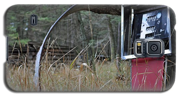 Old Gas Pump In The Montana Woods Galaxy S5 Case