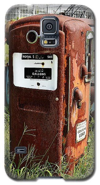 Galaxy S5 Case featuring the photograph Old Gas Pump by Paul Mashburn