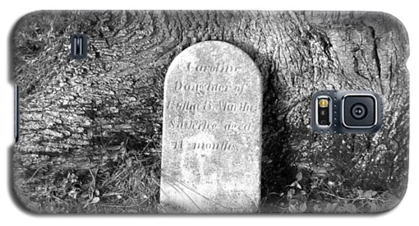 Galaxy S5 Case featuring the photograph Old Gravestone by Karen Molenaar Terrell