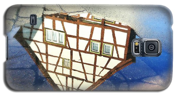 Old Half-timber House Upside Down - Water Reflection Galaxy S5 Case