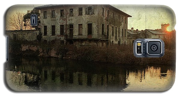 Old House On Canal Galaxy S5 Case