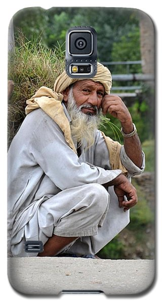 Old Man Carrying Fodder Swat Valley Kpk Pakistan Galaxy S5 Case