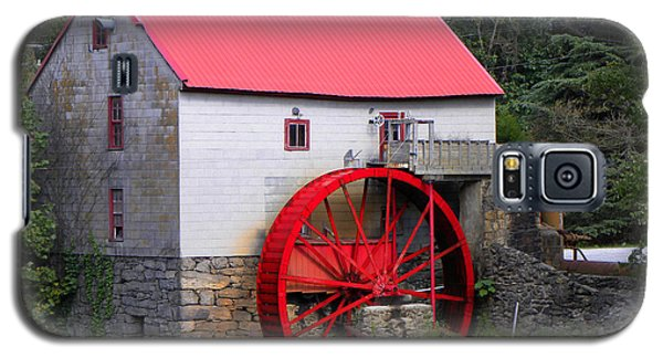 Galaxy S5 Case featuring the photograph Old Mill Of Guilford by Sandi OReilly