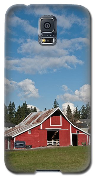 Old Red Barn And Puffy Clouds Galaxy S5 Case by Jeff Goulden