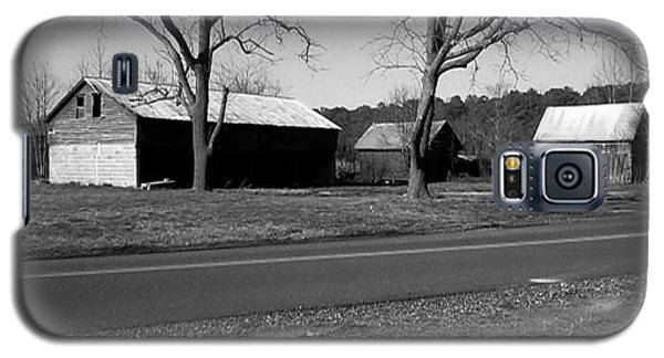 Old Red Barn In Black And White Galaxy S5 Case by Amazing Photographs AKA Christian Wilson
