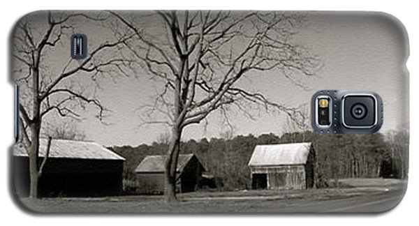 Old Red Barn In Black And White Long Galaxy S5 Case by Amazing Photographs AKA Christian Wilson