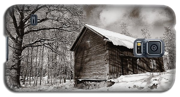 Galaxy S5 Case featuring the photograph Old Rural Barn In A Winter Landscape by Christian Lagereek