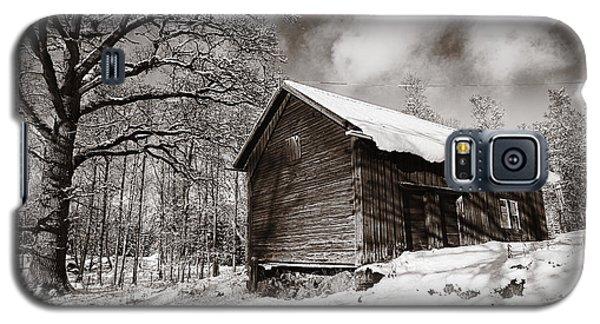 Old Rural Barn In A Winter Landscape Galaxy S5 Case