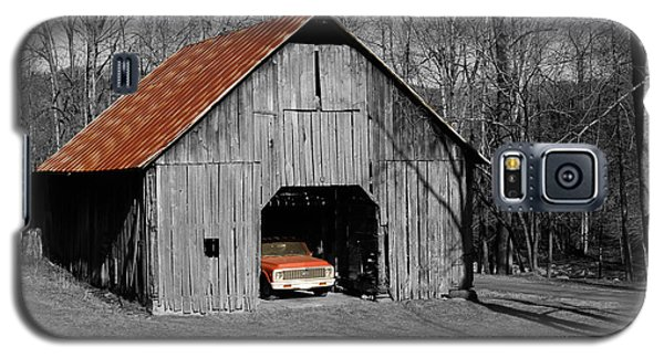 Galaxy S5 Case featuring the photograph Old Rusty Barn  by Donald Williams