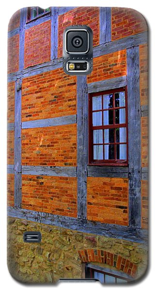 Old Salem Windows 29 Galaxy S5 Case by Randall Weidner