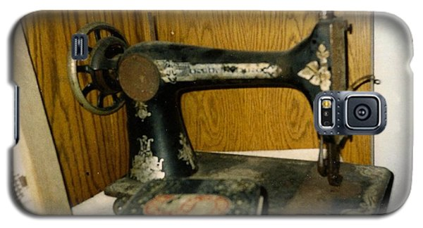 Old Sewing Machine Galaxy S5 Case by Amazing Photographs AKA Christian Wilson