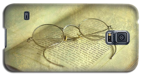 Old Silver Spectacles And Book Galaxy S5 Case