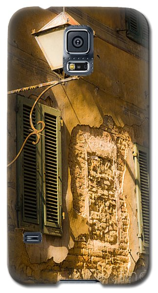 Old Street Lamp And Shuttered Windows In Montalcino Galaxy S5 Case