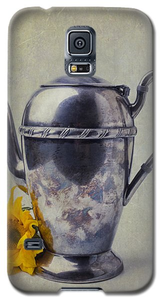 Old Teapot With Sunflower Galaxy S5 Case by Garry Gay