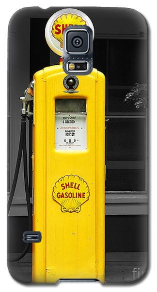 Galaxy S5 Case featuring the photograph Old Time Gas Pump by David Lawson