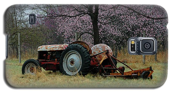 Old Tractor And Redbuds Galaxy S5 Case