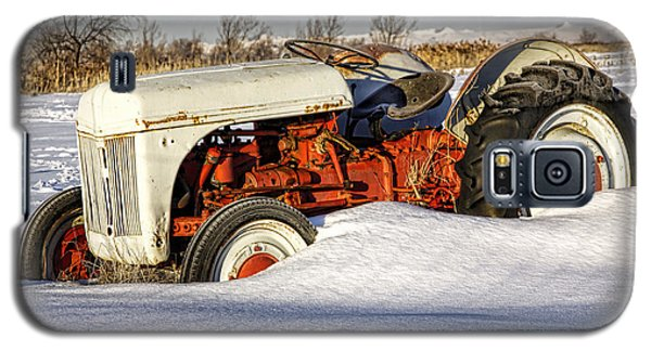 Old Tractor In The Snow Galaxy S5 Case