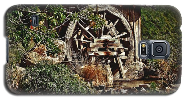 Galaxy S5 Case featuring the photograph Old Water Wheel by Elaine Malott