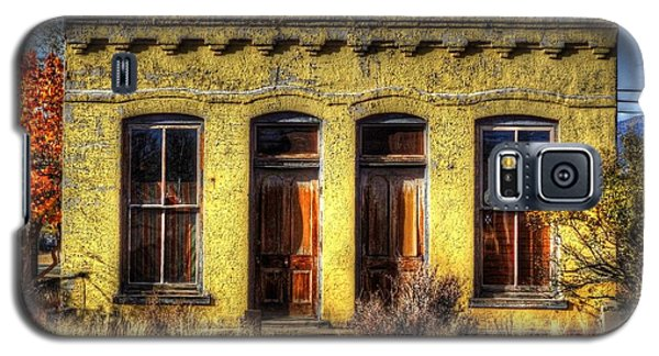 Galaxy S5 Case featuring the photograph Old Yellow House In Buena Vista by Lanita Williams
